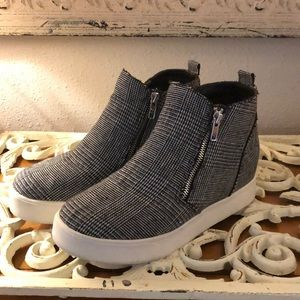 Soda Black White Tweed Wedge Sneakers 8.5